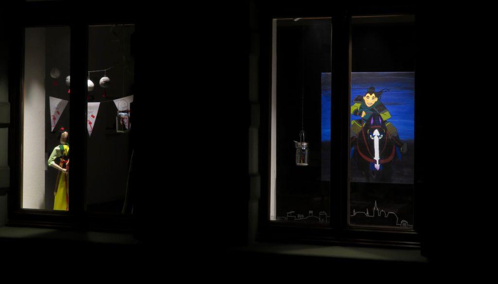 Uta Hansons Fenster bei Nacht